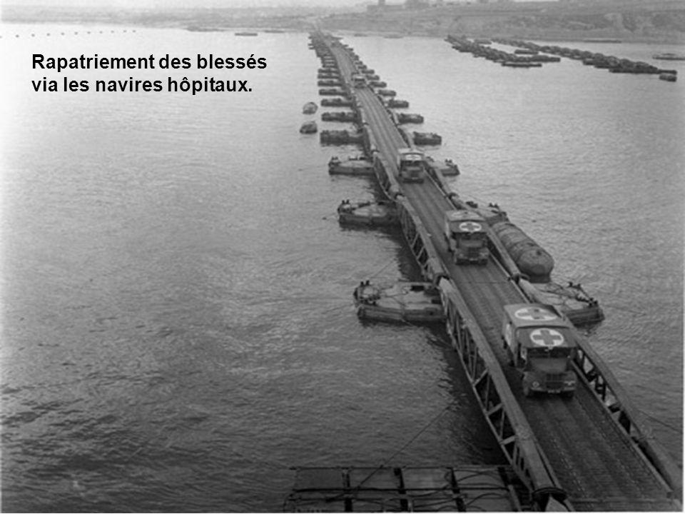 Rapatriement des blessés via les navires hôpitaux.