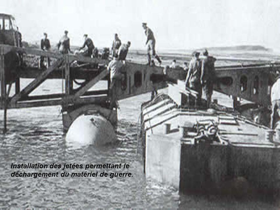 Les caissons Phenix , les plateformes Whales et les jetées flottantes sont remorqués un à un sur la Manche. Les remorqueurs, arrivant à vue des côtes dans la matinée du 6 juin, capteront les appels et les rapports radios désastreux en provenance des soldats américains piétinant sur Omaha Beach. L espace d un instant, ils croiront que le débarquement est un échec.