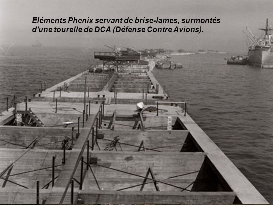 Eléments Phenix servant de brise-lames, surmontés d une tourelle de DCA (Défense Contre Avions).