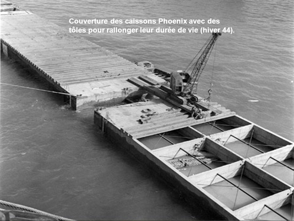Arromanches est libéré le 6 juin au soir et dès le 7 juin, les premiers bâteaux sont coulés. Le 8 juin, les premiers caissons Phoenix sont immergés. Le 14 juin, les premiers déchargements commencent. Complètement opérationnel dès le début du mois de juillet, le port artificiel d Arromanches prouvera sa valeur lors de la grande offensive de Montgomery mi-juillet sur Caen. Pendant une semaine, plus de 18.000 tonnes de marchandises seront débarquées tous les jours.