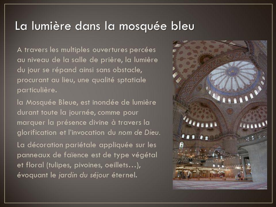 La lumière dans la mosquée bleu
