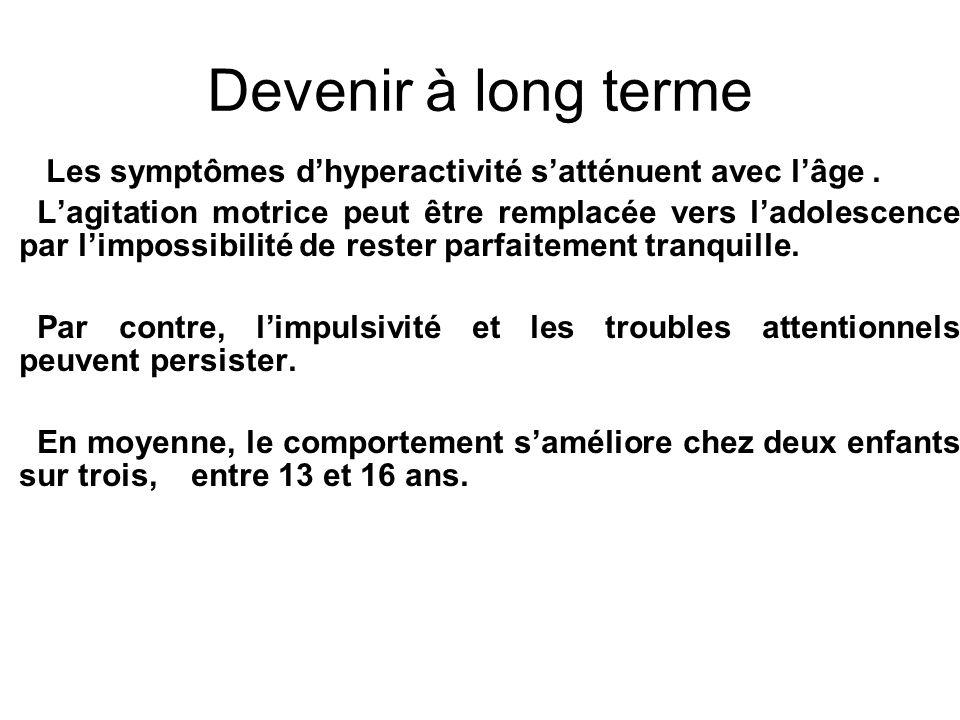 Devenir à long terme Les symptômes d'hyperactivité s'atténuent avec l'âge .
