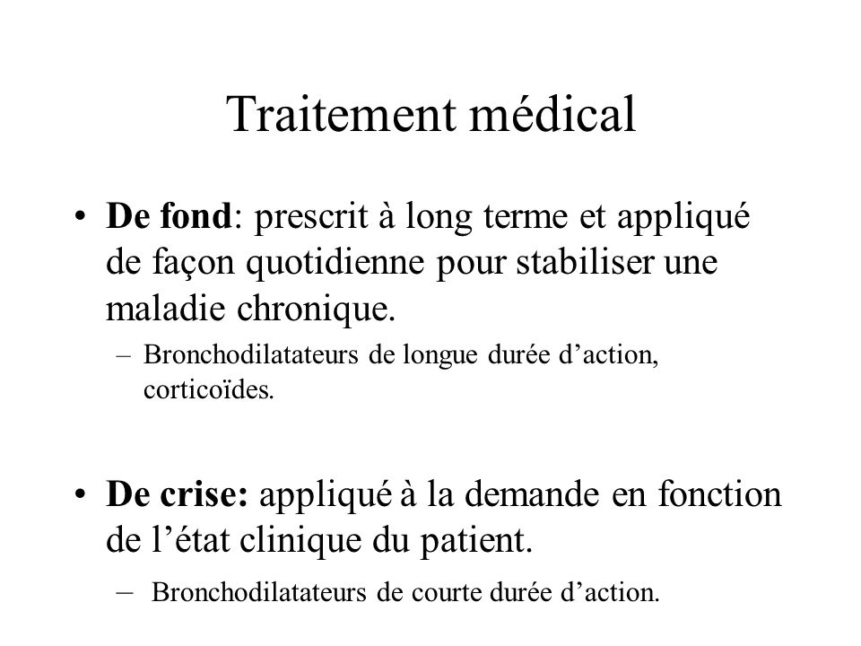 Traitement médical De fond: prescrit à long terme et appliqué de façon quotidienne pour stabiliser une maladie chronique.