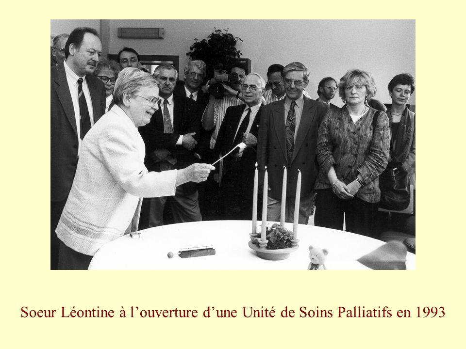 Soeur Léontine à l'ouverture d'une Unité de Soins Palliatifs en 1993
