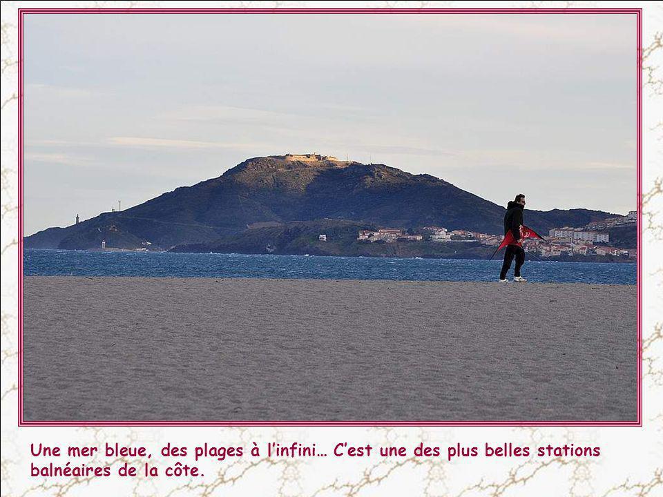 Une mer bleue, des plages à l'infini… C'est une des plus belles stations balnéaires de la côte.