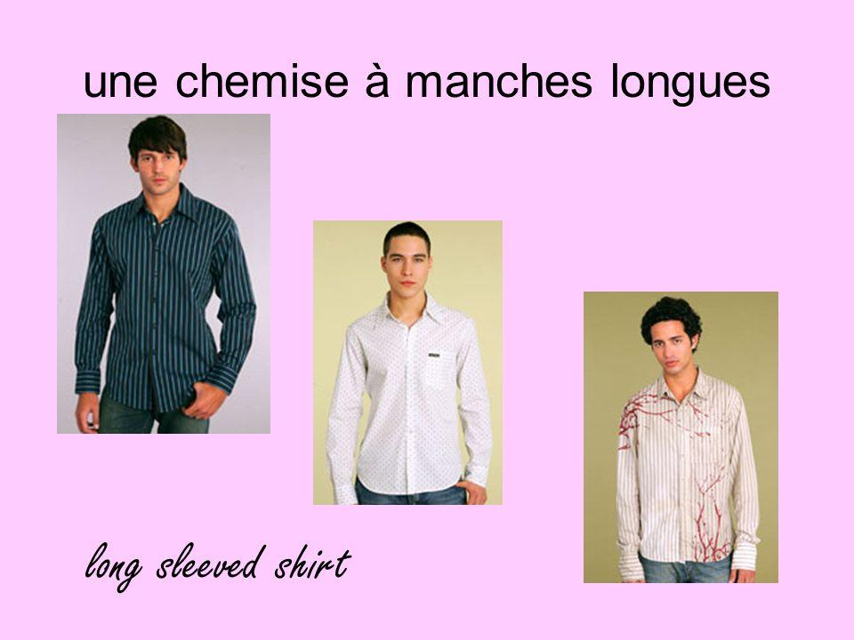 une chemise à manches longues