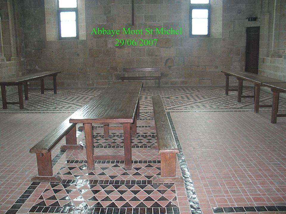 Au troisième et dernier niveau se situe le réfectoire, lieu où les moines prenaient leurs repas.
