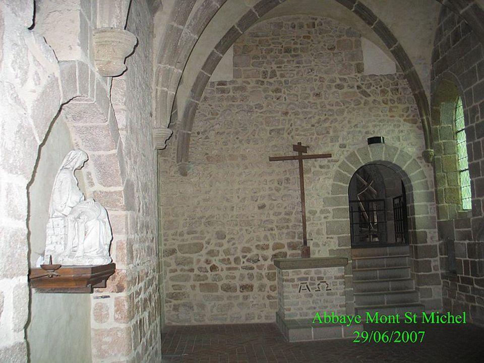 La chapelle Saint-Etienne est implantée pendant le XIIe siècle au sud