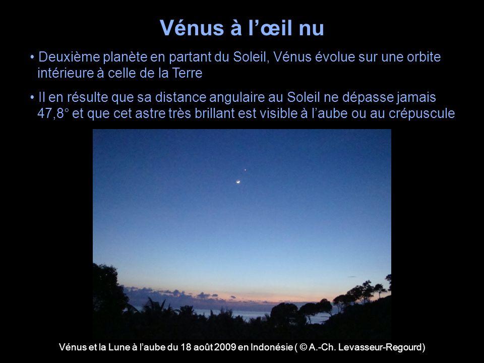 Vénus à l'œil nu • Deuxième planète en partant du Soleil, Vénus évolue sur une orbite. intérieure à celle de la Terre.