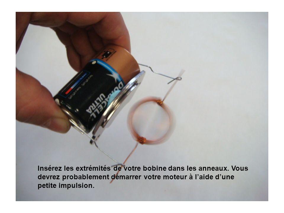 Insérez les extrémités de votre bobine dans les anneaux