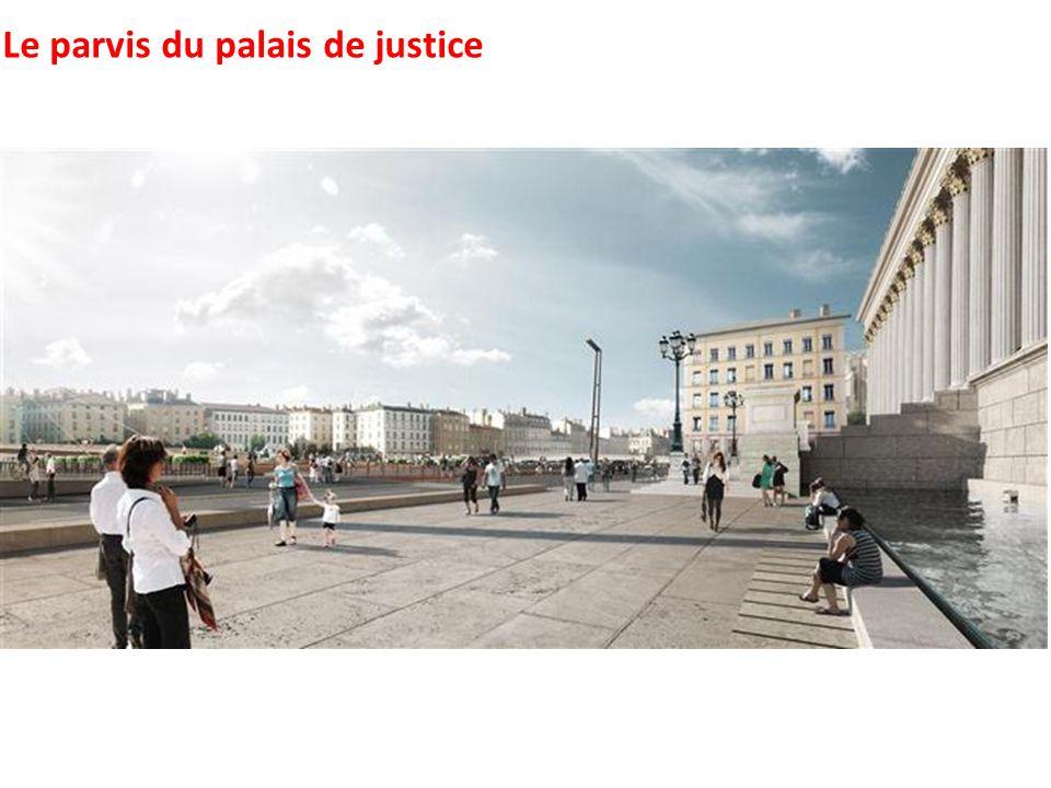 Le parvis du palais de justice