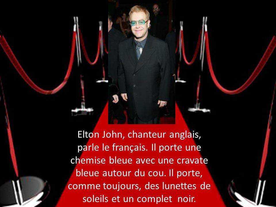 Elton John, chanteur anglais, parle le français