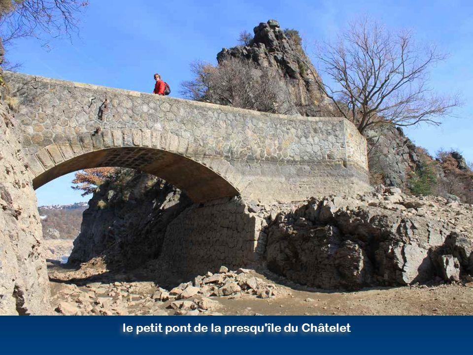 le petit pont de la presqu île du Châtelet