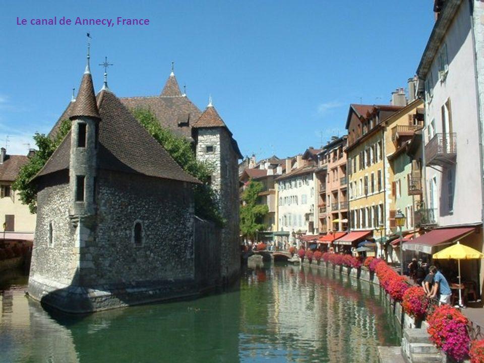 Le canal de Annecy, France