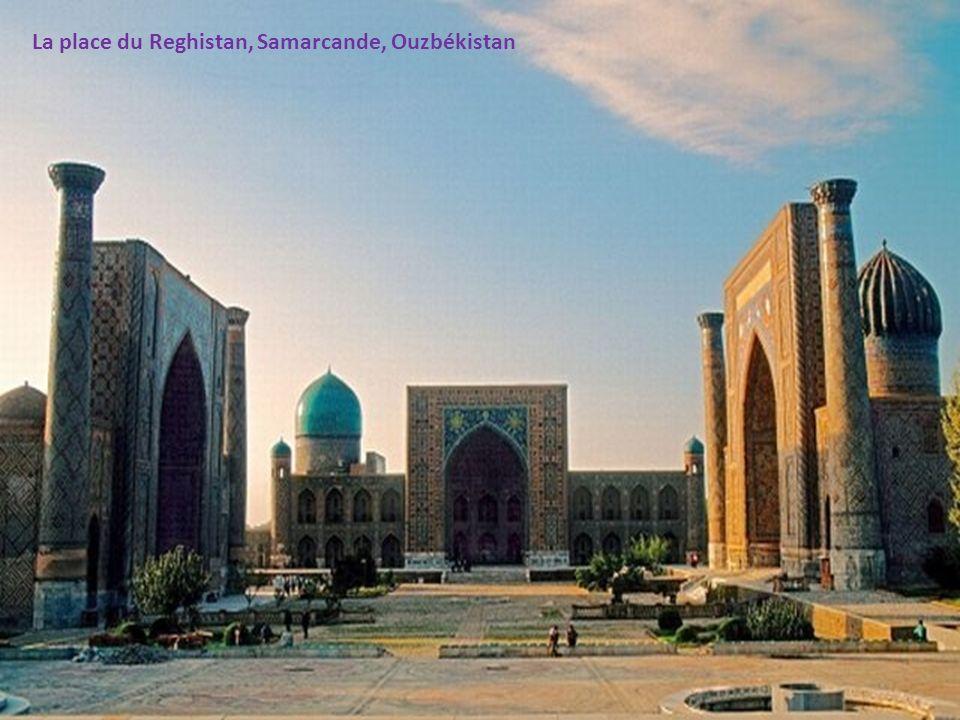La place du Reghistan, Samarcande, Ouzbékistan
