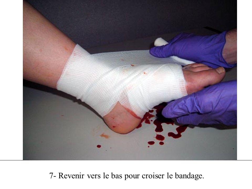 7- Revenir vers le bas pour croiser le bandage.