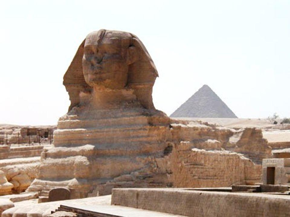 LE CALENDRIER ANNUEL 4000 av JC ÉGYPTE Après avoir remarqué que l étoile Sirius apparaissait en même temps que la crue annuelle du Nil, les égyptiens de l ancienne Egypte déduirent que le soleil se retrouvait, tous les 365 jours, à la même place dans le ciel par rapport aux autres étoiles. Ils divisèrent ainsi l année en trois saisons : La saison des inondations (où le Nil déborde), la saison des semailles, et la saison des récoltes.