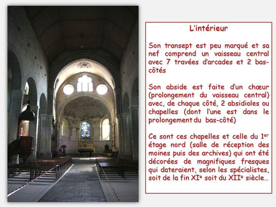 L'intérieur Son transept est peu marqué et sa nef comprend un vaisseau central avec 7 travées d'arcades et 2 bas-côtés.