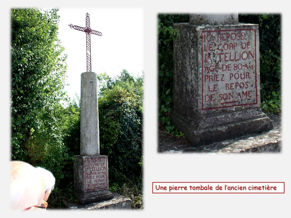 Une pierre tombale de l'ancien cimetière