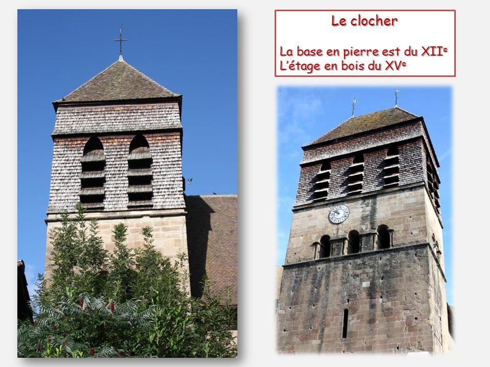 Le clocher La base en pierre est du XIIe L'étage en bois du XVe
