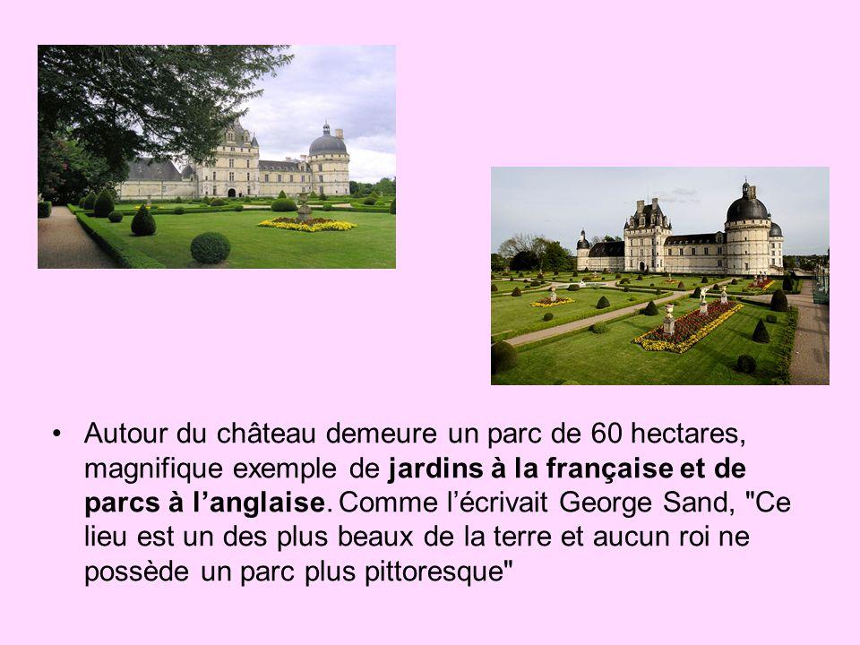 Autour du château demeure un parc de 60 hectares, magnifique exemple de jardins à la française et de parcs à l'anglaise.