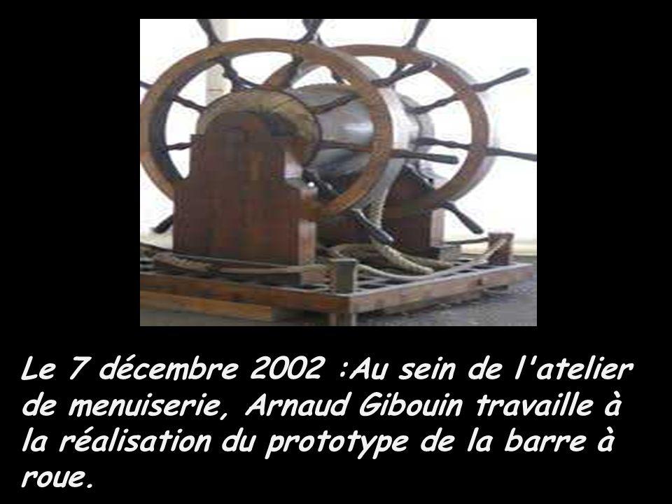 Le 7 décembre 2002 :Au sein de l atelier de menuiserie, Arnaud Gibouin travaille à la réalisation du prototype de la barre à roue.
