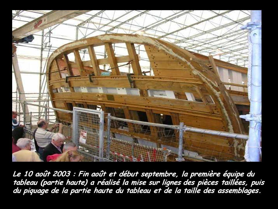 Le 10 août 2003 : Fin août et début septembre, la première équipe du tableau (partie haute) a réalisé la mise sur lignes des pièces taillées, puis du piquage de la partie haute du tableau et de la taille des assemblages.