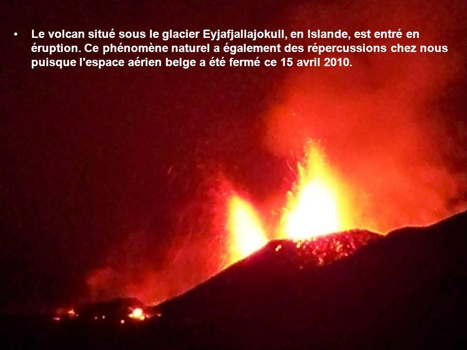 Le volcan situé sous le glacier Eyjafjallajokull, en Islande, est entré en éruption.
