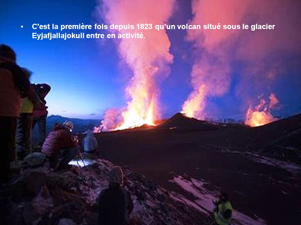 C est la première fois depuis 1823 qu un volcan situé sous le glacier Eyjafjallajokull entre en activité.