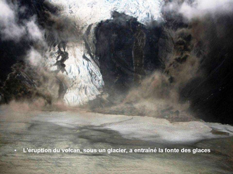L éruption du volcan, sous un glacier, a entraîné la fonte des glaces