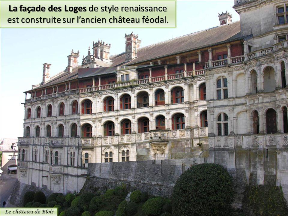 La façade des Loges de style renaissance est construite sur l'ancien château féodal.