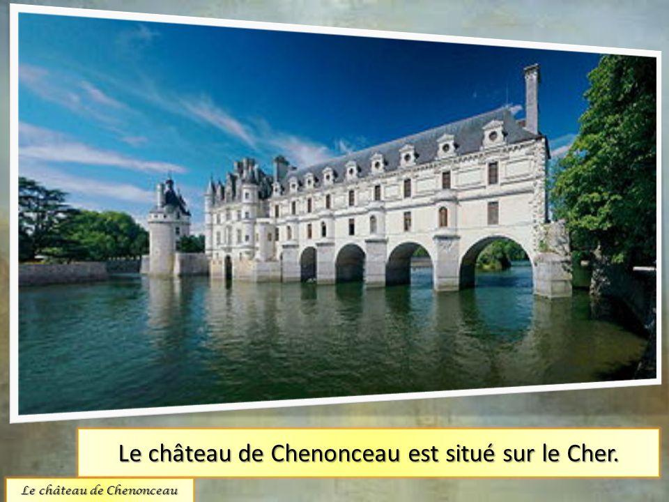 Le château de Chenonceau est situé sur le Cher.