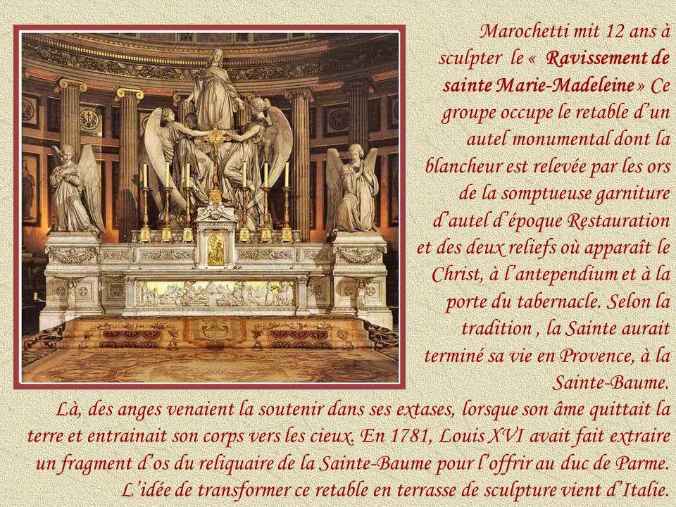 Marochetti mit 12 ans à sculpter le « Ravissement de sainte Marie-Madeleine » Ce groupe occupe le retable d'un autel monumental dont la blancheur est relevée par les ors de la somptueuse garniture d'autel d'époque Restauration et des deux reliefs où apparaît le Christ, à l'antependium et à la porte du tabernacle. Selon la tradition , la Sainte aurait terminé sa vie en Provence, à la Sainte-Baume.