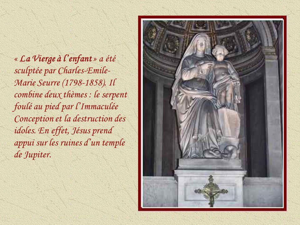 « La Vierge à l'enfant » a été sculptée par Charles-Emile-Marie Seurre (1798-1858).