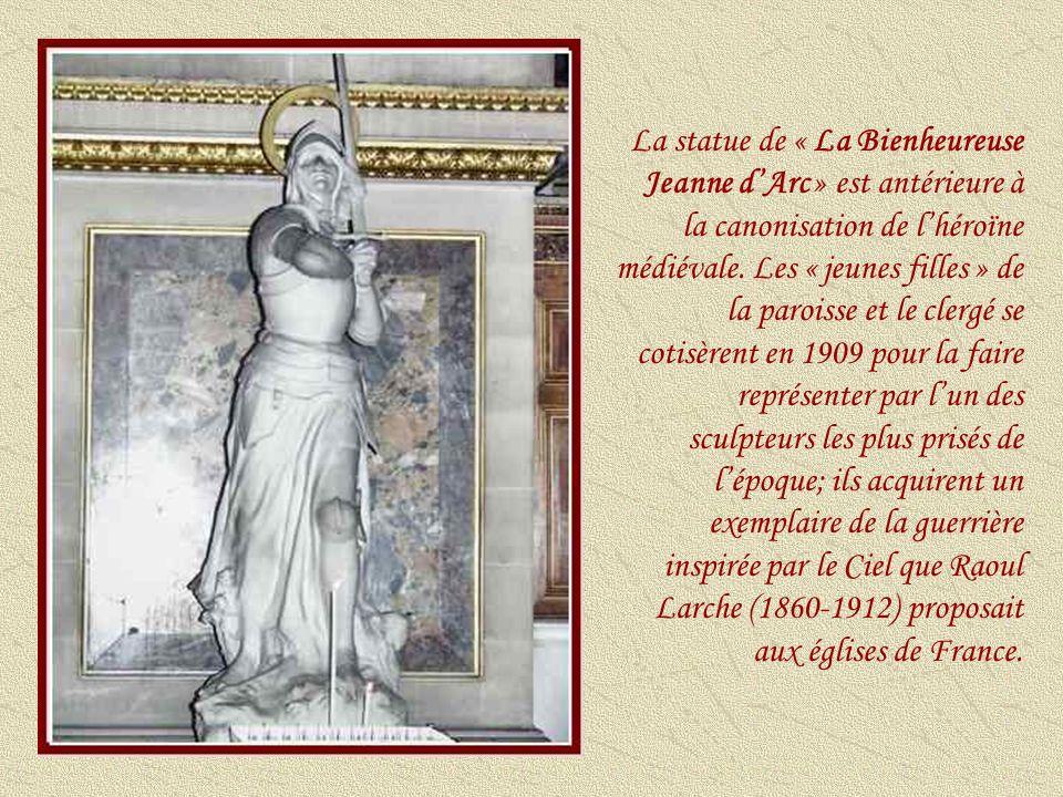 La statue de « La Bienheureuse Jeanne d'Arc » est antérieure à la canonisation de l'héroïne médiévale.