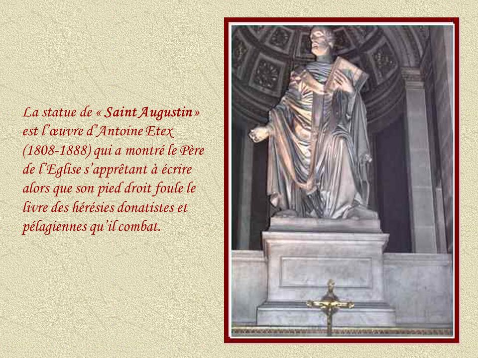 La statue de « Saint Augustin » est l'œuvre d'Antoine Etex (1808-1888) qui a montré le Père de l'Eglise s'apprêtant à écrire alors que son pied droit foule le livre des hérésies donatistes et pélagiennes qu'il combat.