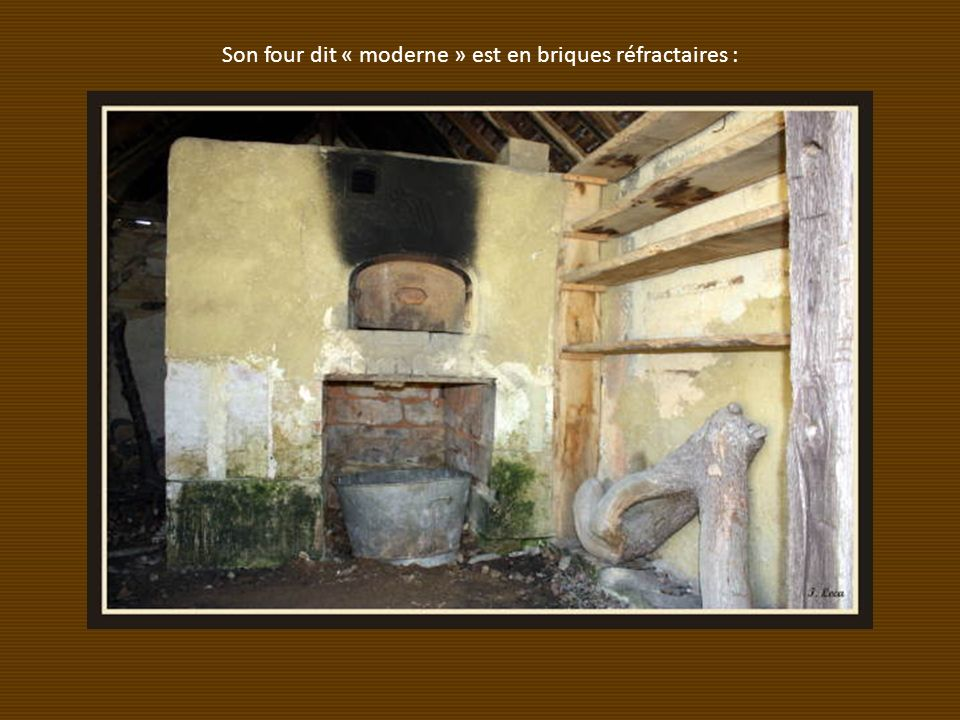 Son four dit « moderne » est en briques réfractaires :