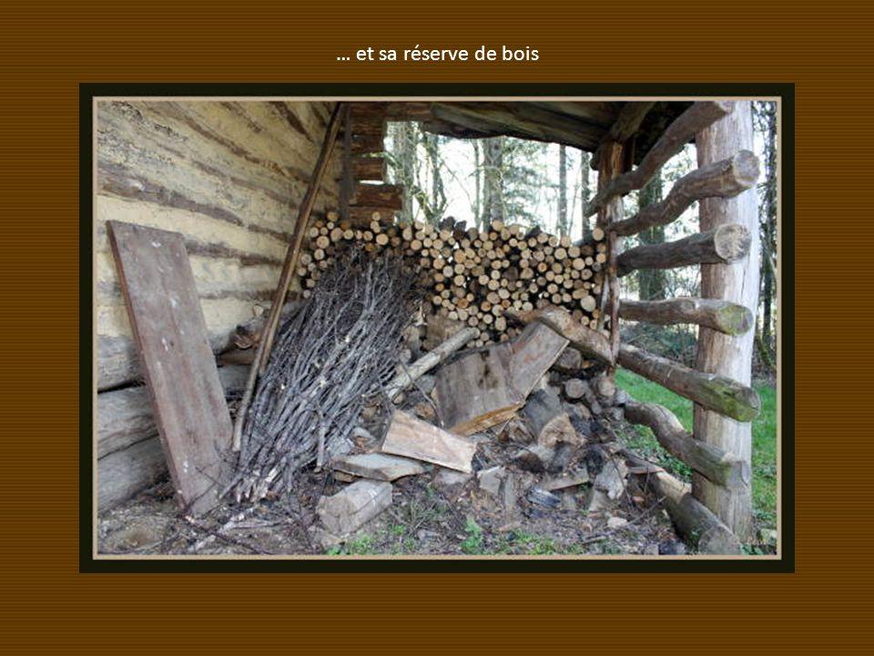 … et sa réserve de bois
