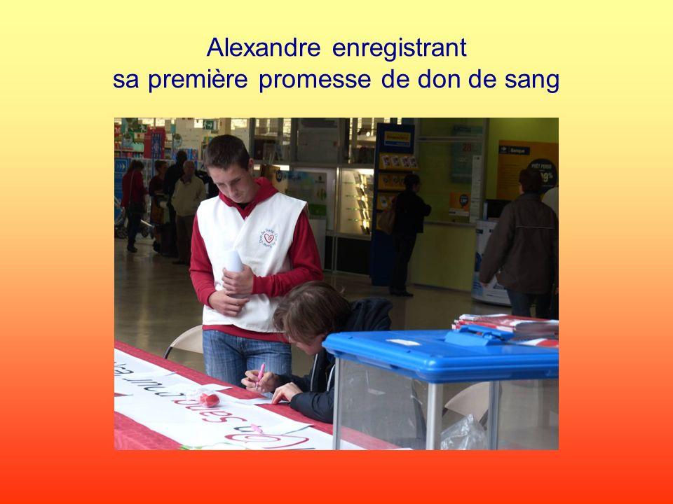 Alexandre enregistrant sa première promesse de don de sang