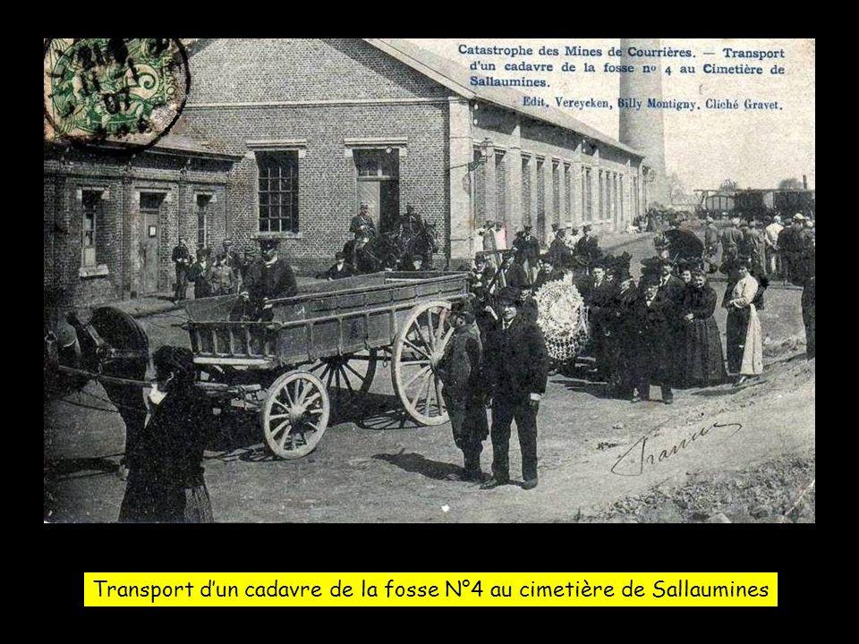 Transport d'un cadavre de la fosse N°4 au cimetière de Sallaumines