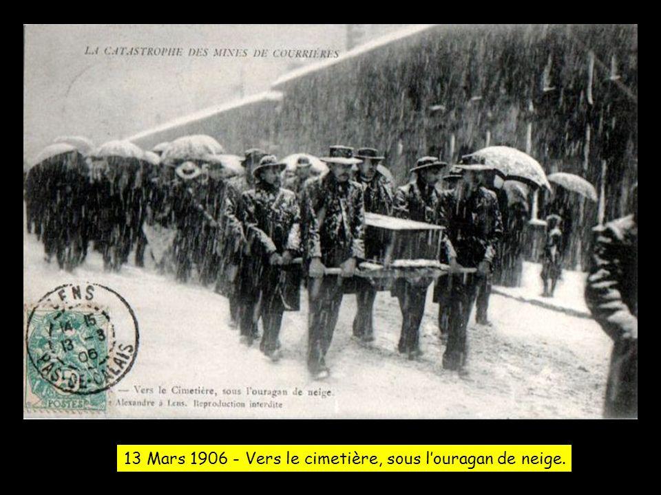 13 Mars 1906 - Vers le cimetière, sous l'ouragan de neige.
