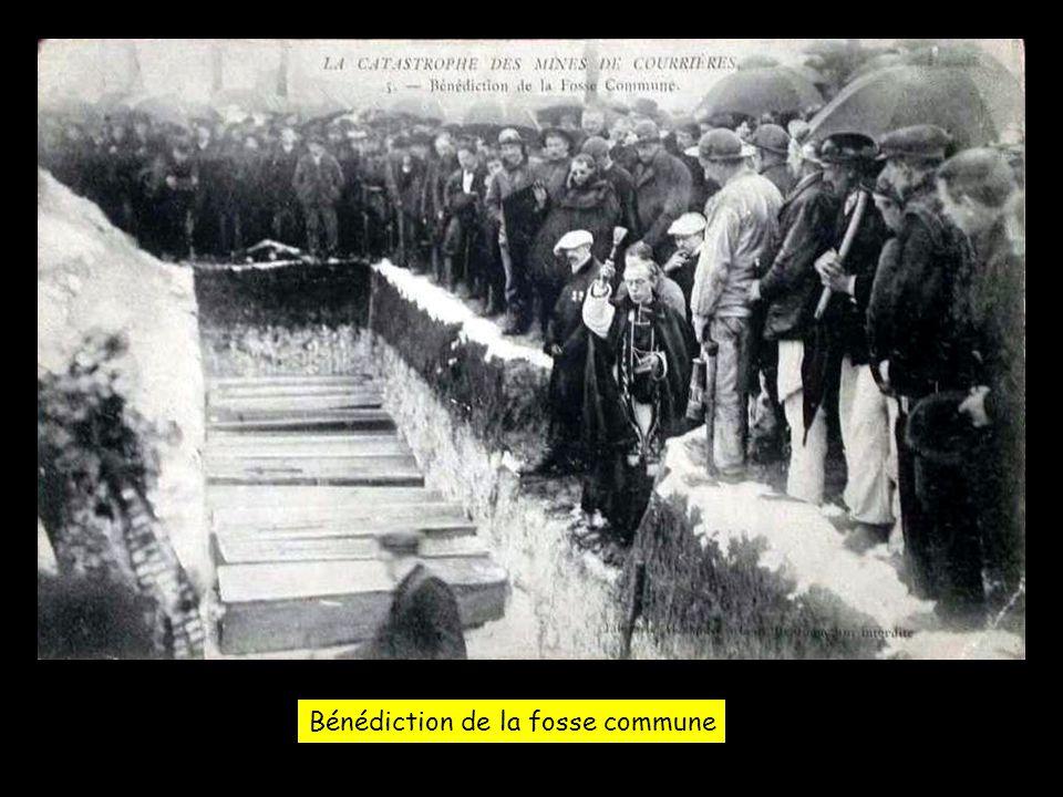 Bénédiction de la fosse commune