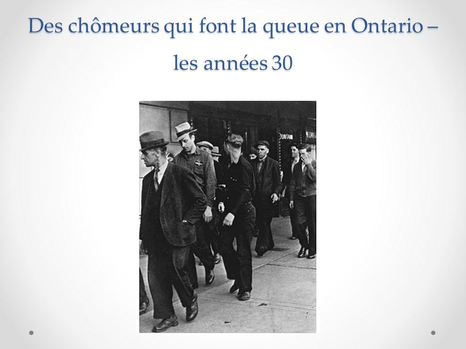 Des chômeurs qui font la queue en Ontario – les années 30