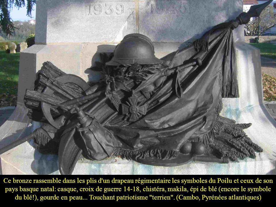 Ce bronze rassemble dans les plis d un drapeau régimentaire les symboles du Poilu et ceux de son pays basque natal: casque, croix de guerre 14-18, chistéra, makila, épi de blé (encore le symbole du blé!), gourde en peau...