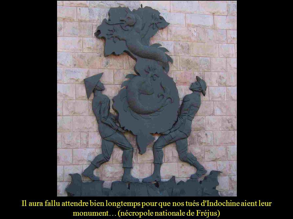 Il aura fallu attendre bien longtemps pour que nos tués d Indochine aient leur monument… (nécropole nationale de Fréjus)