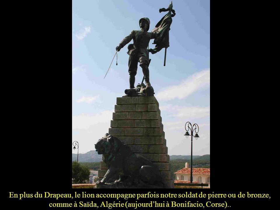 En plus du Drapeau, le lion accompagne parfois notre soldat de pierre ou de bronze, comme à Saïda, Algérie (aujourd'hui à Bonifacio, Corse)..