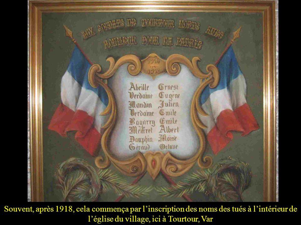 Souvent, après 1918, cela commença par l'inscription des noms des tués à l'intérieur de l'église du village, ici à Tourtour, Var