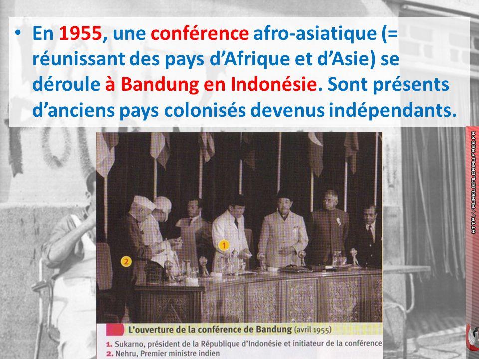 En 1955, une conférence afro-asiatique (= réunissant des pays d'Afrique et d'Asie) se déroule à Bandung en Indonésie.