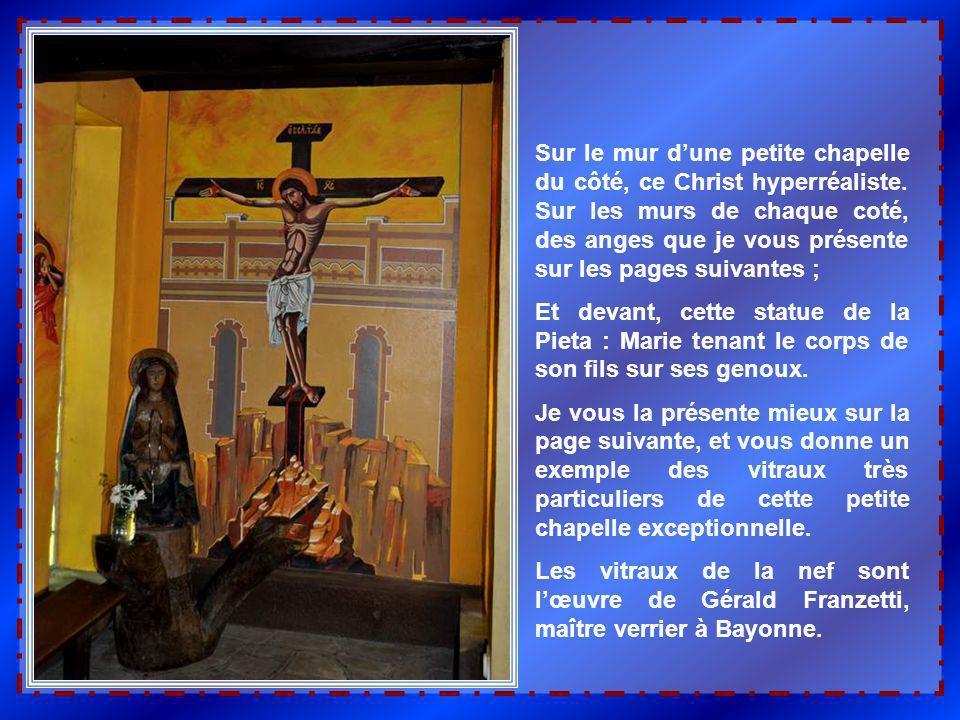 Sur le mur d'une petite chapelle du côté, ce Christ hyperréaliste