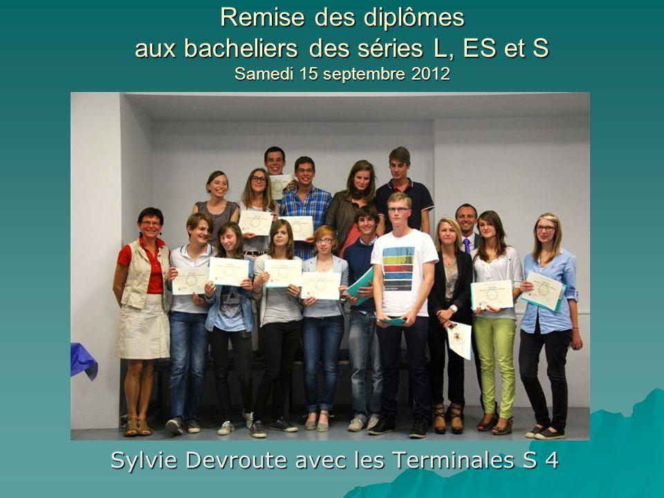 Sylvie Devroute avec les Terminales S 4